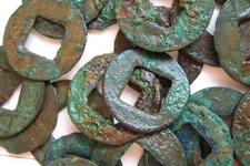 董卓による五銖銭改鋳の真意とは?後漢の通貨と粗悪な董卓五銖の影響